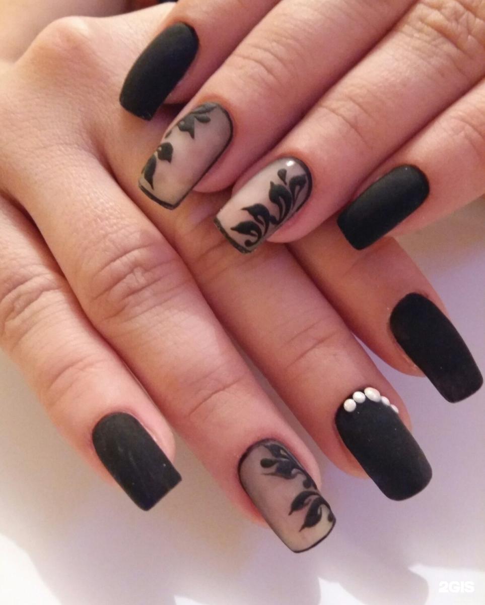 Черный матовый гель лак на ногтях фото