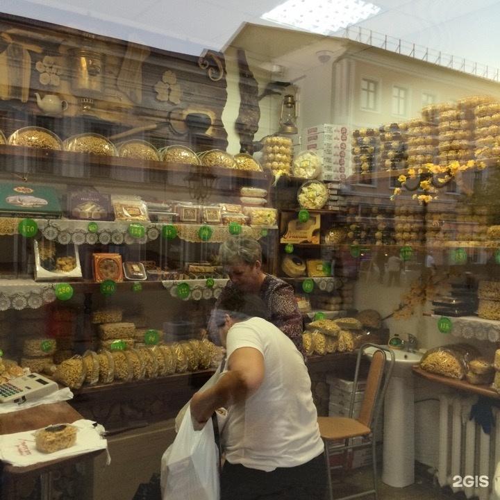 Средний чек ₽, вегетарианское меню, заказ навынос, постное меню, до 68 мест, бургеры.