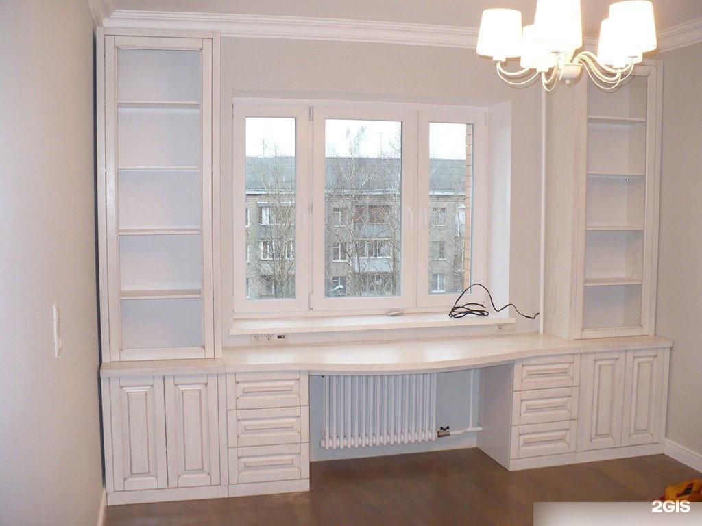Шкафы вокруг окна - это не только красиво, но и очень практи.