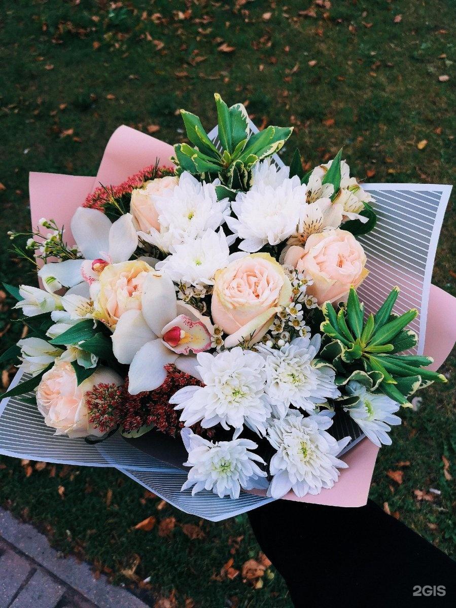 Букеты лилий, цветы под аркой ярославль